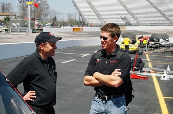Carl Edwards talks with the man who helped make him a star – Mike Mittler. (RacinToday photo courtesy of Dan Robinson)