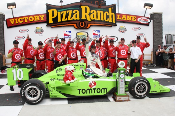 Dario Franchitti in the winner's circle at Iowa. (IndyCar Series photo by Ron McQueeney)