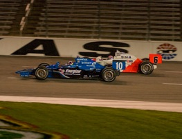 Ryan Briscoe passes Dario Franchitti on the outside at Texas Saturday night. (RacinToday photo by Owen Richards)