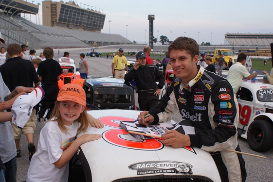 David Ragan took some time to sign autographs as he returned to his Legendary roots Thursday night in Atlanta. (Photo special to RacinToday.com)