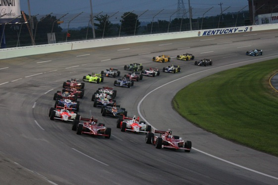 The IndyCar race at Kentucky featured a return to exciting oval-track racing. (Indy Racing League photo by Ron McQueeny)