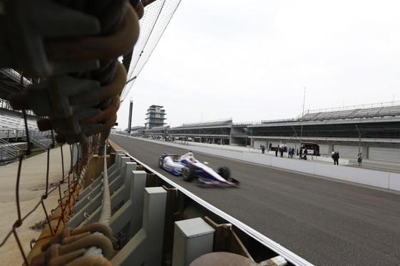 The front straight at Indy is fast, fast, fast. (INDYCAR/LAT USA)