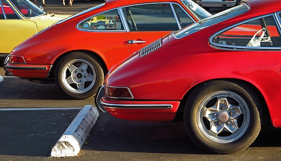 The unmistakable lines of Porsche 911s.