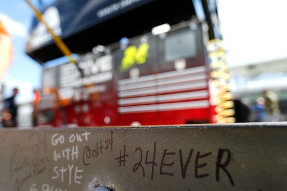 Fans expressed their feelings about Jeff Gordon's final race with magic markers. (Photo by Jonathan Ferrey/NASCAR via Getty Images)