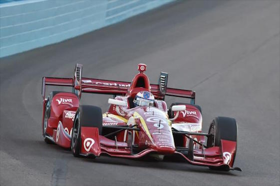 Reigning champion Scott Dixon celebrated IndyCar's return to Phoenix with a dominating victory on Saturday.