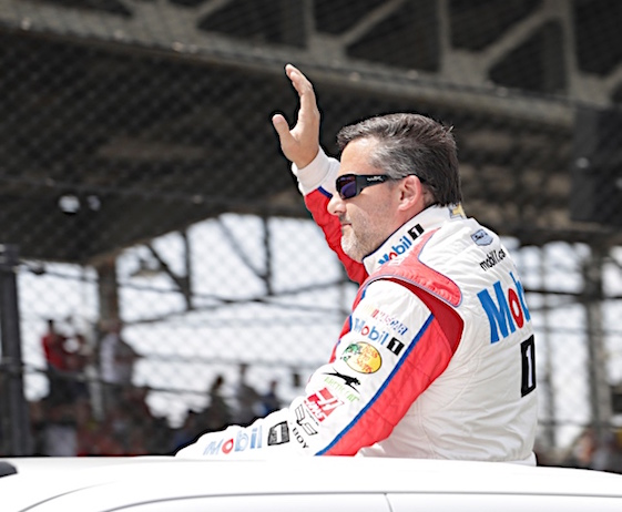 Tony Stewart waves to crowd during driver introductions before Sunday's race. (RacinToday/HHP photo by Harold Hinson)