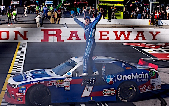 Elliott Sadler drove to an emotional victory at Darlington on Saturday.(RacinToday/HHP photo by Alan Marler)