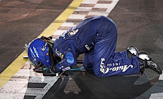Martin Truex Jr. plants a kiss on the finish line at winning at Darlington on Sunday night. (RacinToday/HHP photo by Alan Marler)